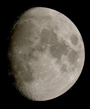 Moon_193317_g6_ap7hp